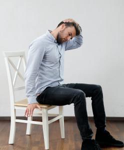 Nackendehnung gegen Nackenverspannung